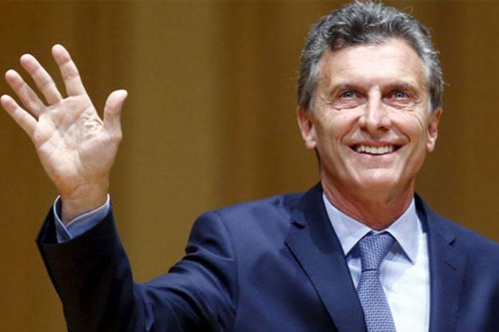 Mauricio Macri negocia apoyo financiero con el FMI tras alza del dólar