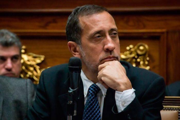 """José Guerra reitera """"inconstitucionalidad"""" de respaldar el Petro con reservas"""