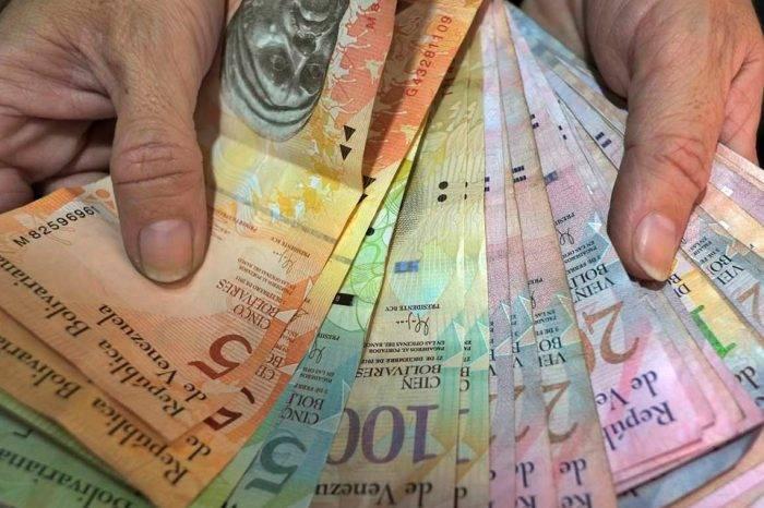 """Sindicalistas coinciden en que aumento del sueldo mínimo se convierte en """"sal y agua"""""""