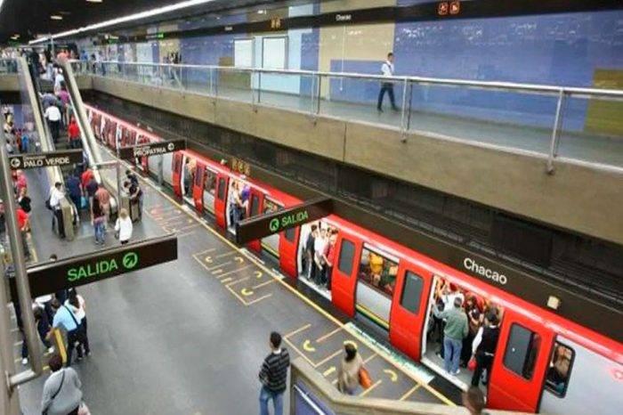 Miembros de inteligencia van en Metro para identificar comportamiento extraño en retrasos