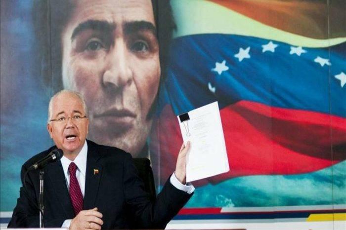 "Rafael Ramírez acusa al gobierno de ser ""Caballo de Troya"" para compañías extranjeras"