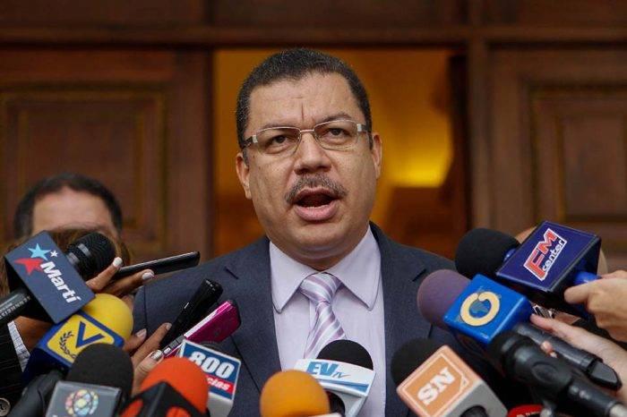 """Simón Calzadilla llama a la oposición a dejar """"la competencia"""" y trabajar para el pueblo"""