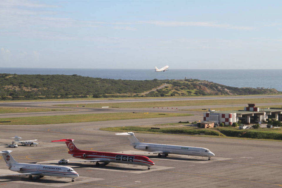 IATA aviación Líneas aéreas ALAV vuelos