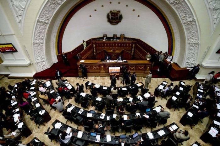 Oposición que va a elecciones podría ganar escaños en la AN, pero no enfrentará a Maduro