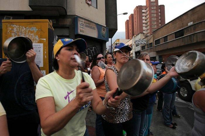 Trabajadores venezolanos convocan cacerolazo este #1May