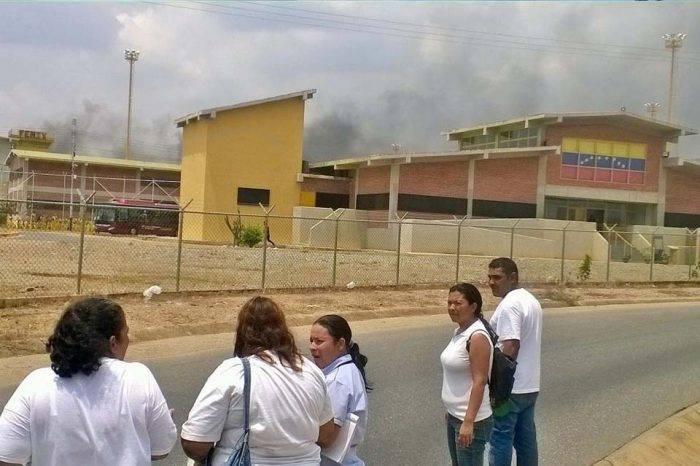 Internos secuestran a directora y 5 funcionarios de centro penitenciario en Lara