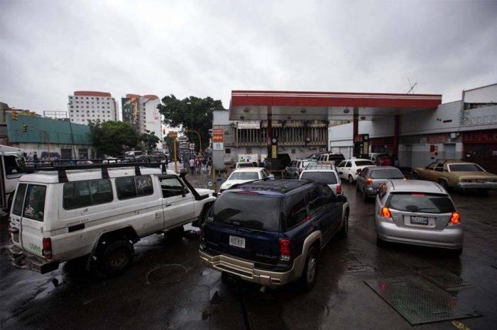 Jorge Millán: No es viable manejar dos precios de la gasolina a la vez