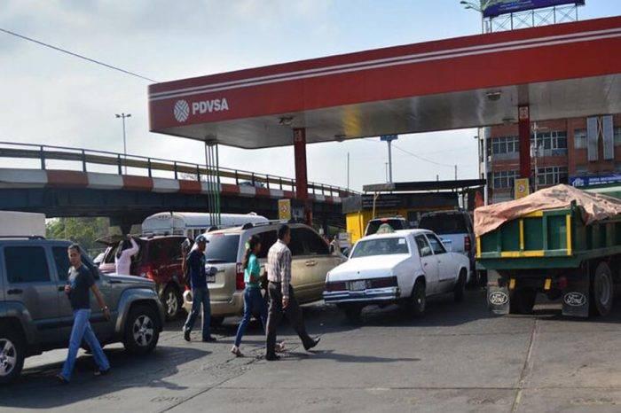 Maduro y el dilema de subir la gasolina más barata del mundo