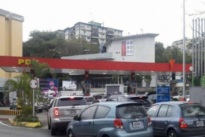 Escasez de gasolina colas