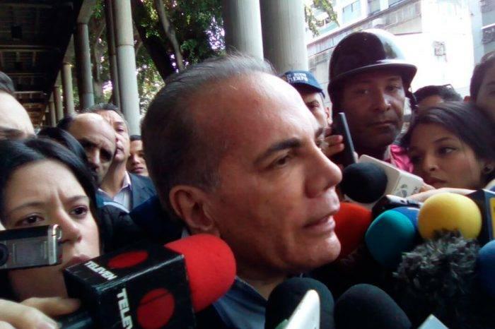 """Rosales asegura que la falta de confianza ha hecho que Venezuela """"esté en el hoyo"""""""