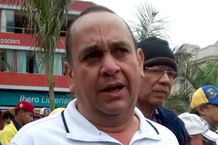 """Acusan a esposa e hija de Oscar Pérez de """"trata de blancas"""" por llevar niños a Perú"""