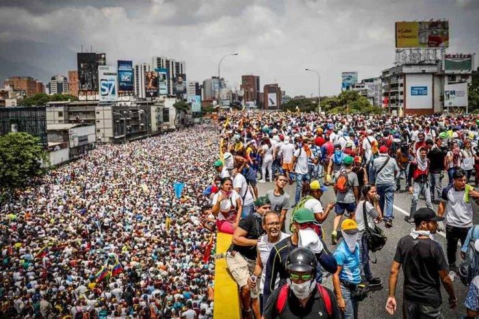 Foro Penal reporta 500 detenidos en protestas y rechaza orden de Maduro al fiscal