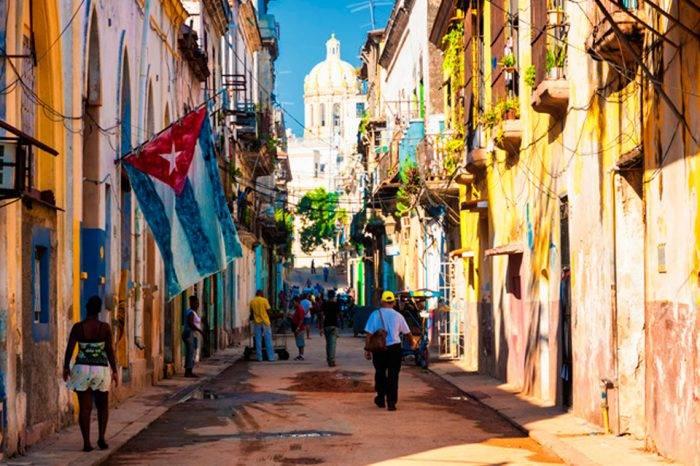 Cuba acuerda importaciones de combustible de Argelia