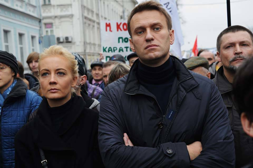 Acusan al Kremlin de impedir traslado de opositor ruso envenenado