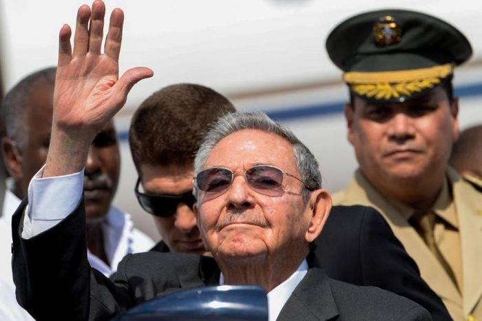 Raúl Castro admite haber cometido errores en política económica