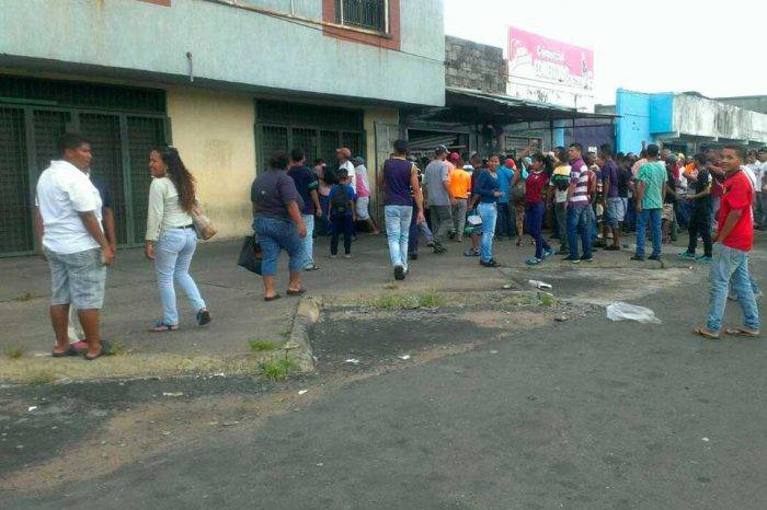 Denuncian que alimentos saqueados en Mérida estaban vencidos