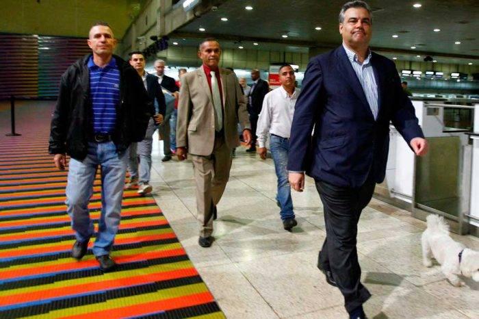 Madrid relevará a su embajador en Caracas, afirma que ello no afectará estadía de López