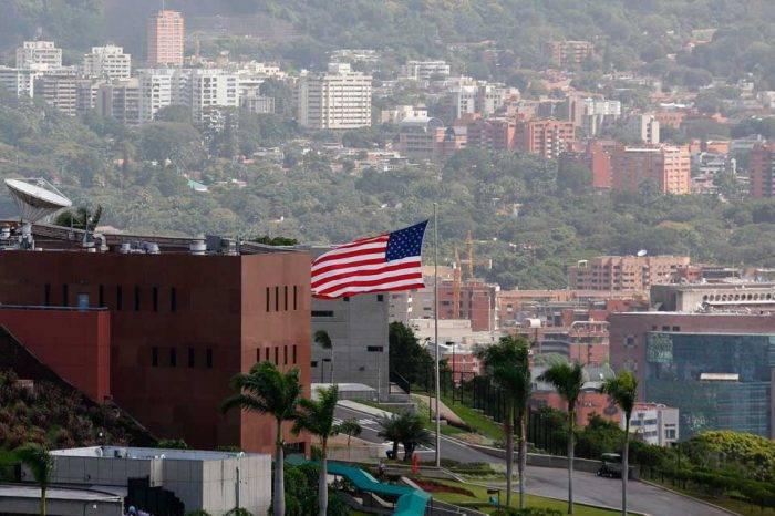 """Embajada de EEUU en Caracas considera un """"teatro"""" el llamado de Cancillería"""