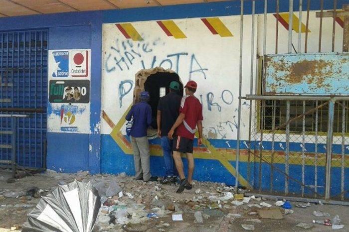 Comercios de Ciudad Bolívar están a merced de los saqueos