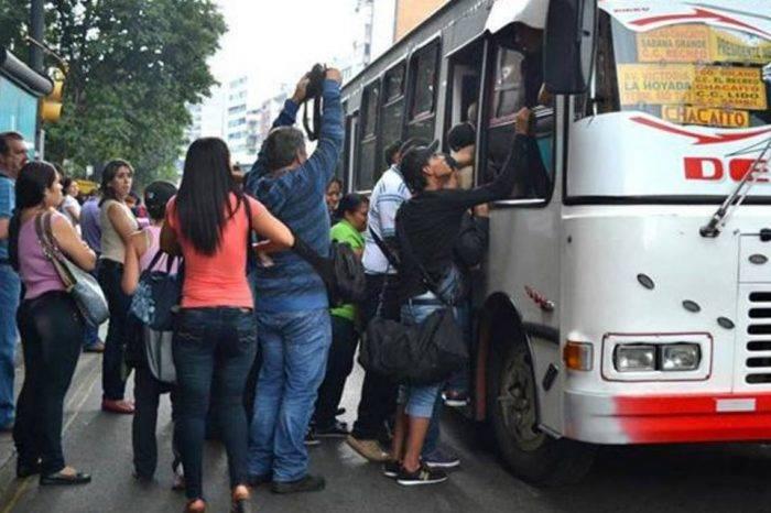 Banco del Tesoro entregó puntos de venta a transportistas de Caracas