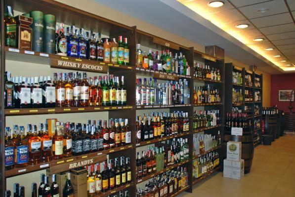 Alto precio de las bebidas alcohólicas provoca despido de trabajadores