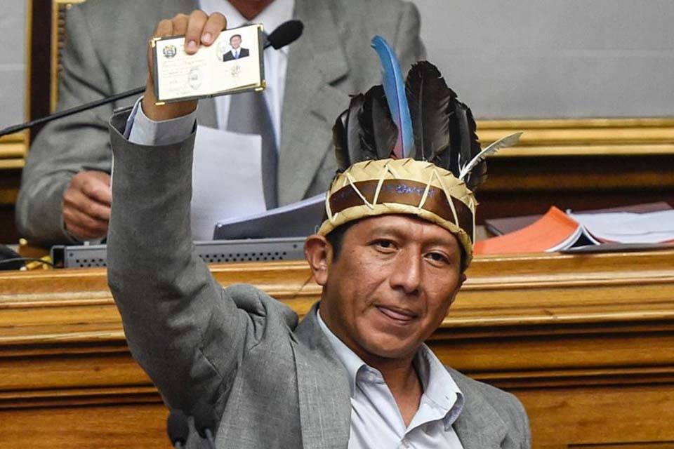 Romel Guzamana Diputado indígena Amazonas