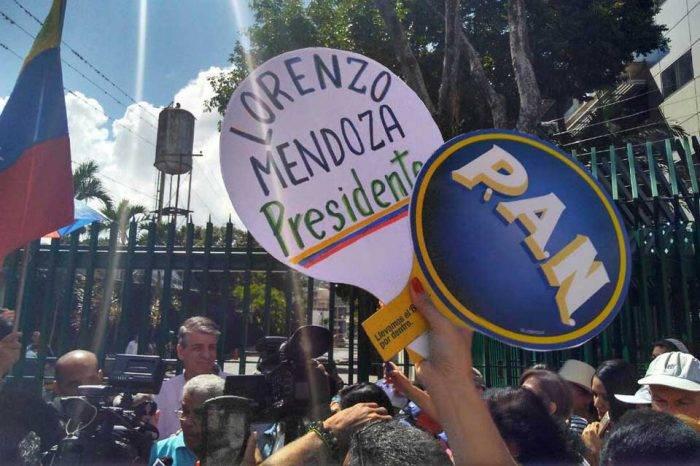 Encuestas dan a Lorenzo Mendoza una ventaja superior a la de Chávez en 1998