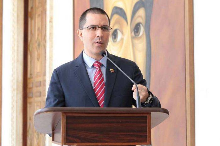 Arreaza llegó a Cuba, primera escala de su gira por América Latina