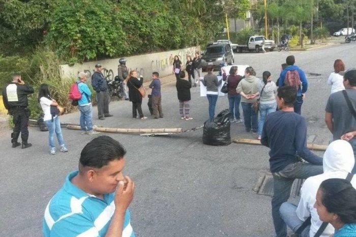 Vecinos de El Hatillo y Los Naranjos se quedan sin paciencia ante escasez de agua