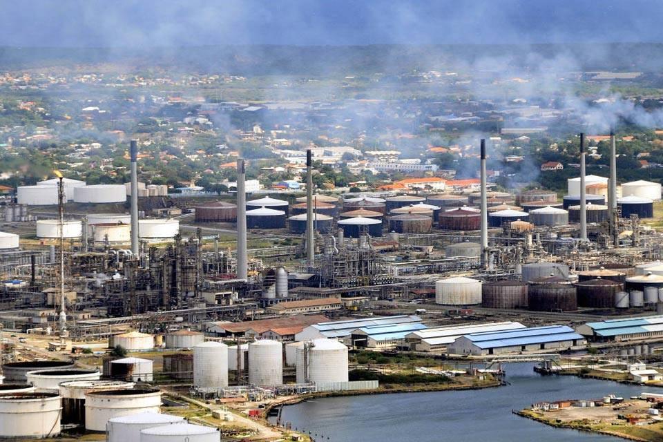 Refinería Isla en Curacao