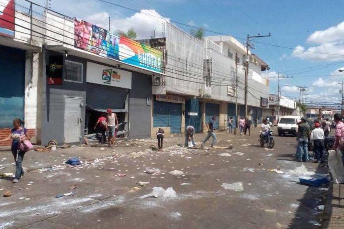 Disturbios en Calabozo dejan más de 30 locales afectados y numerosos heridos