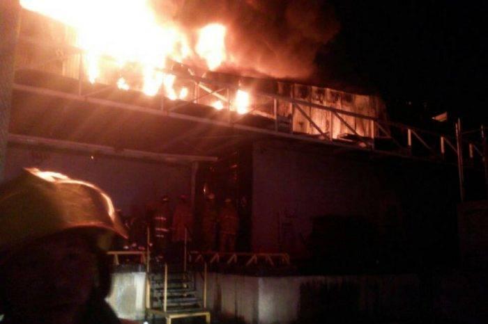 Gran incendio se registró en Makro de Valencia