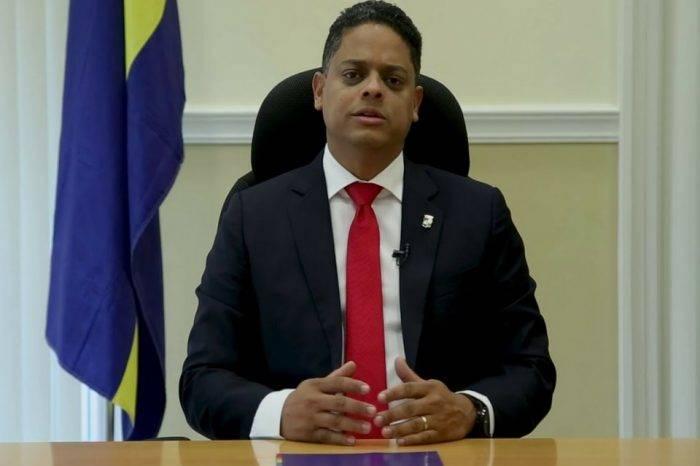"""Primer Ministro de Curazao calificó """"lamentable"""" la suspensión comercial con Venezuela"""