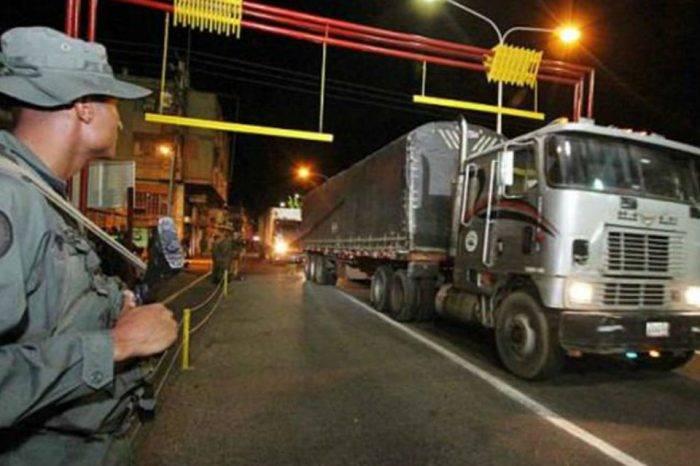 Cerca de 20 camiones con perniles cruzaron frontera con Colombia