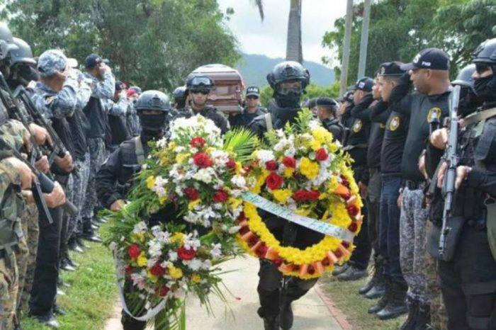 Rindieron honores post mortem a PN que murió en operativo contra Óscar Pérez