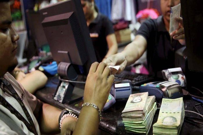 Hiperinflación en Venezuela aplasta a la banca y su capacidad crediticia