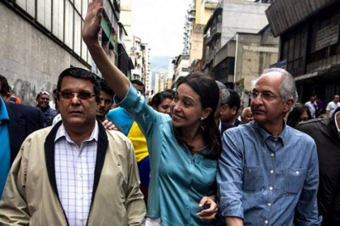 Líderes opositores celebran salida de Leopoldo López