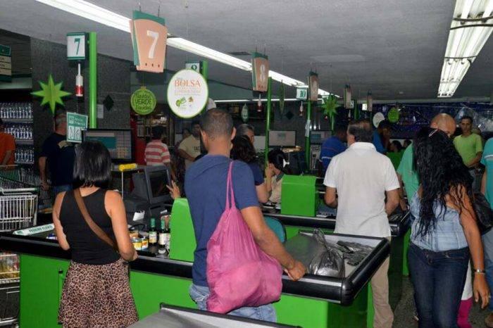 Supermercados desbordados tras rebajas ordenadas por la Sundde