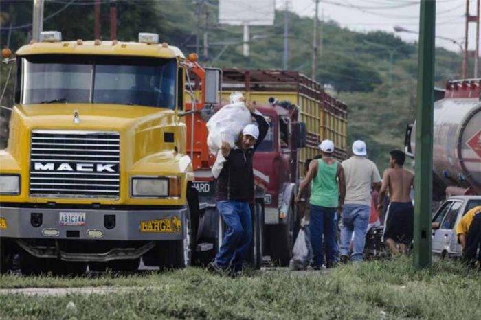 Trancan la Regional del Centro a la altura de La Victoria y saquean camiones