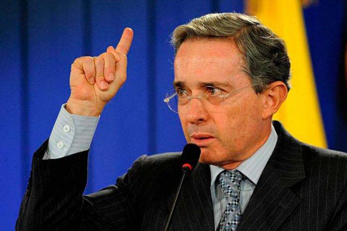 """Uribe: en Venezuela el diálogo ha """"fortalecido a la dictadura"""""""