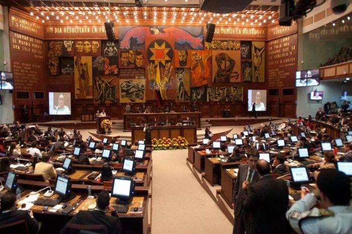 Alerta de bomba en Parlamento ecuatoriano causó terror en sus instalaciones