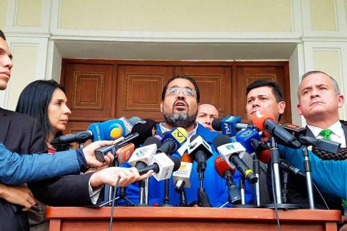 Winston Flores denuncia desvío de $100 millones por corrupción en el IVSS