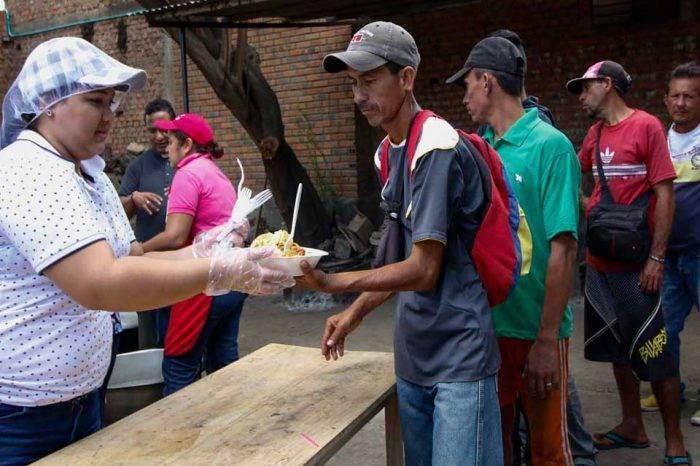 En Cúcuta multarán a los que repartan alimentos a venezolanos en las calles