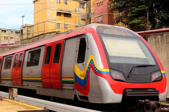 """Apuro del ministro por """"prender"""" el Metro causó un choque de trenes"""