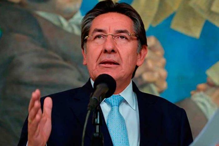Colombia emitirá alerta roja de Interpol para guerrilleros del ELN ocultos en Venezuela