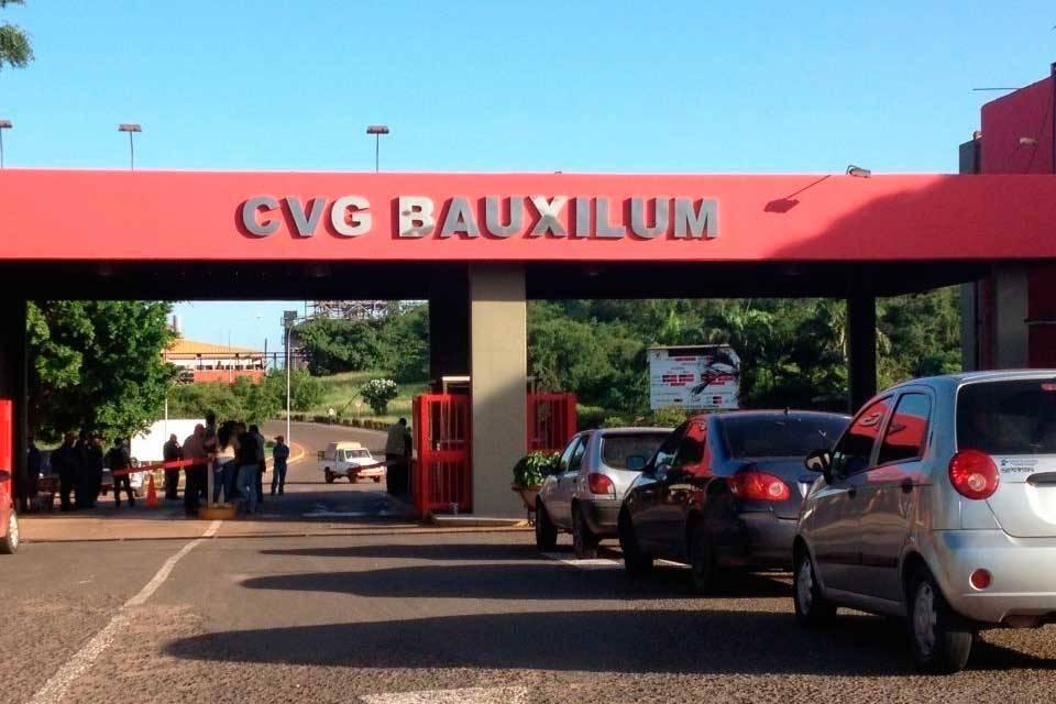 Con un mes de retraso, gobierno reactiva solo una línea de producción de Bauxilum