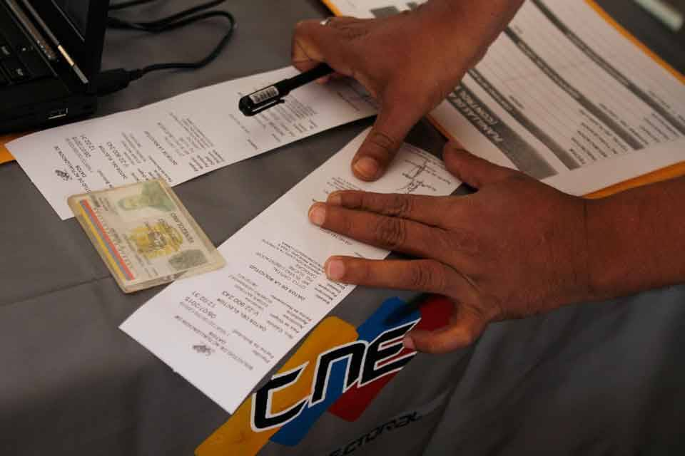 Súmate denuncia irregularidades en el Registro Electoral