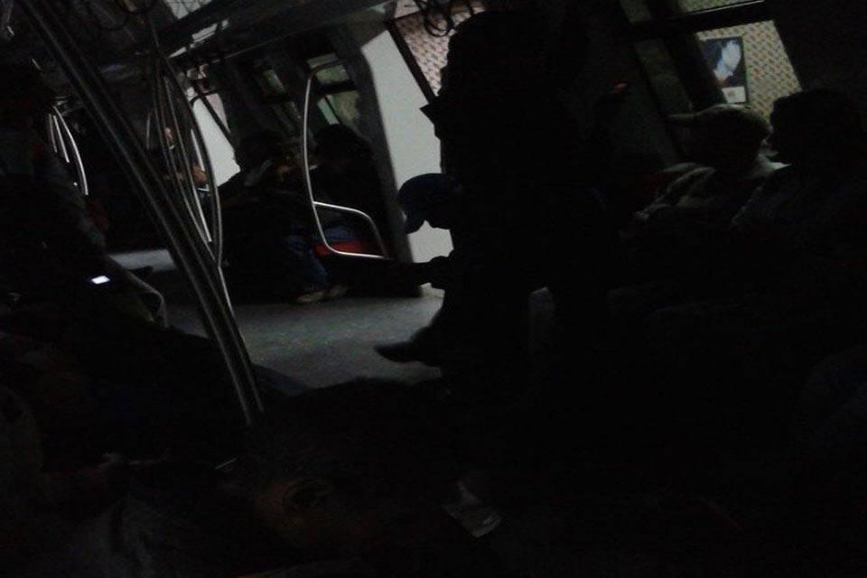 Metro de Caracas Línea 2 Sin Luz 14 de febrero 2018