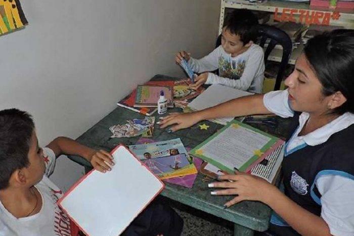 Maestros en Bolívar reducen horarios de clases por la crisis