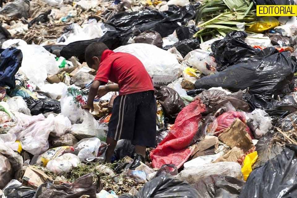Pobreza niños con hambre basura Editorial